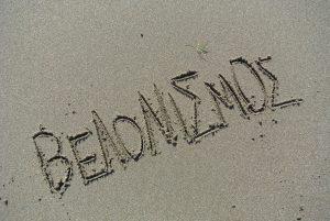 Η λέξη βελονισμός, γραμμένη στην άμμο Βελονισμός Θεσσαλονίκη Καλαμαριά
